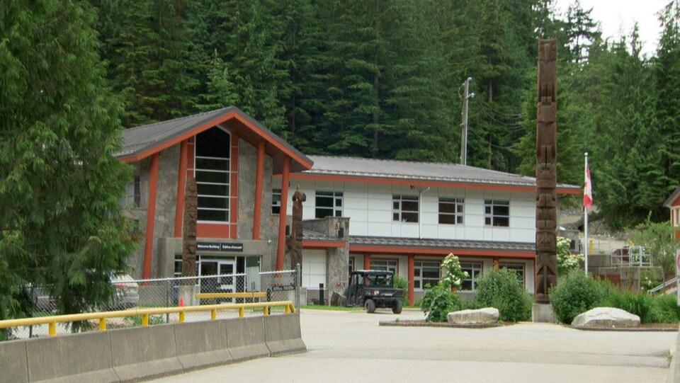 Le centre Kwìkwèxwelhp dans une montagne, près de Vancouver, en Colombie-Britannique.