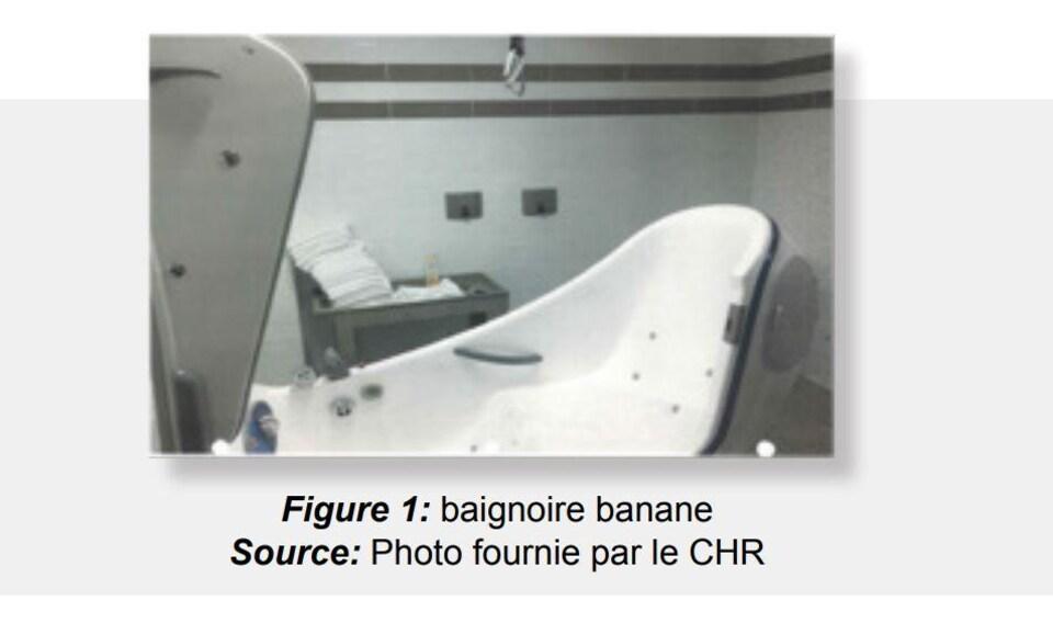Une photo du rapport de l'ombudsman où on peut voir la baignoire.