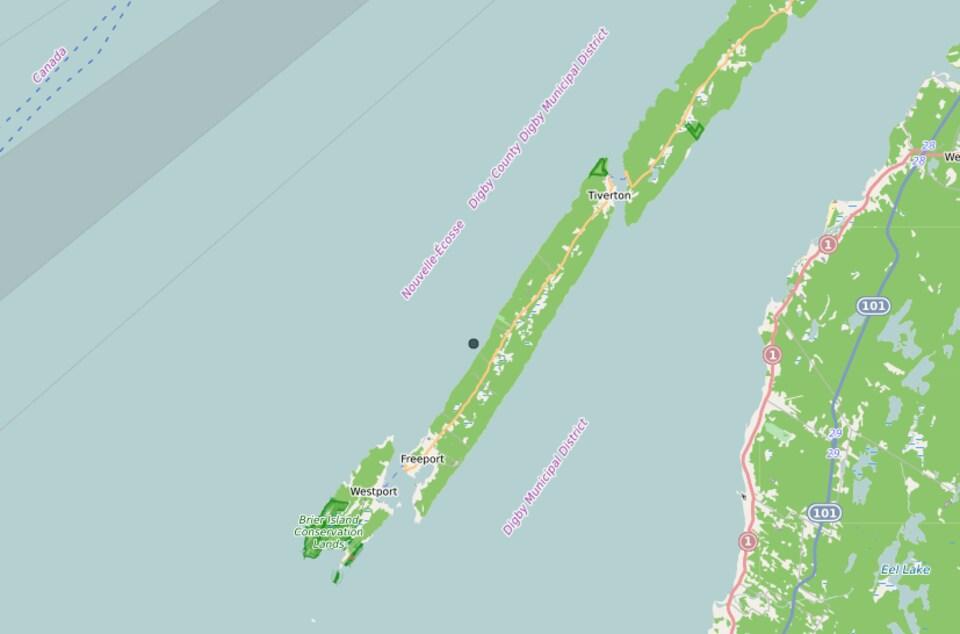 Une carte de Long Island indique par un point noir où a été observée la baleine.