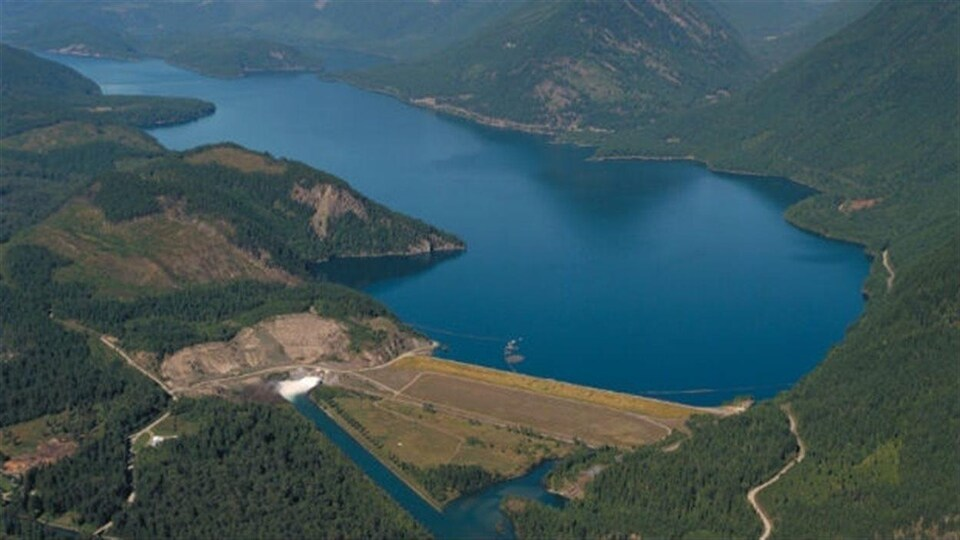 Aerial view of the dam, Duncan lake with Duncan in the background.