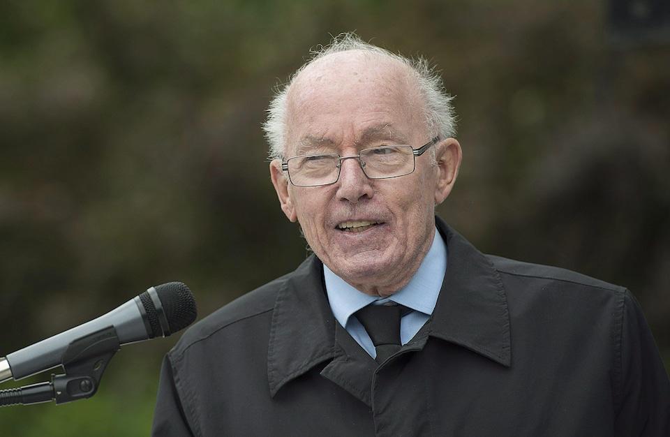 L'ex-premier ministre du Québec Bernard Landry lors d'une conférence de presse en compagnie des membres de la Société Saint-Jean-Baptiste à Montréal, le 12 juillet 2017