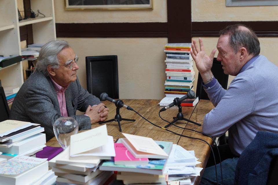 Bernard Pivot et Michel Désautels, à droite