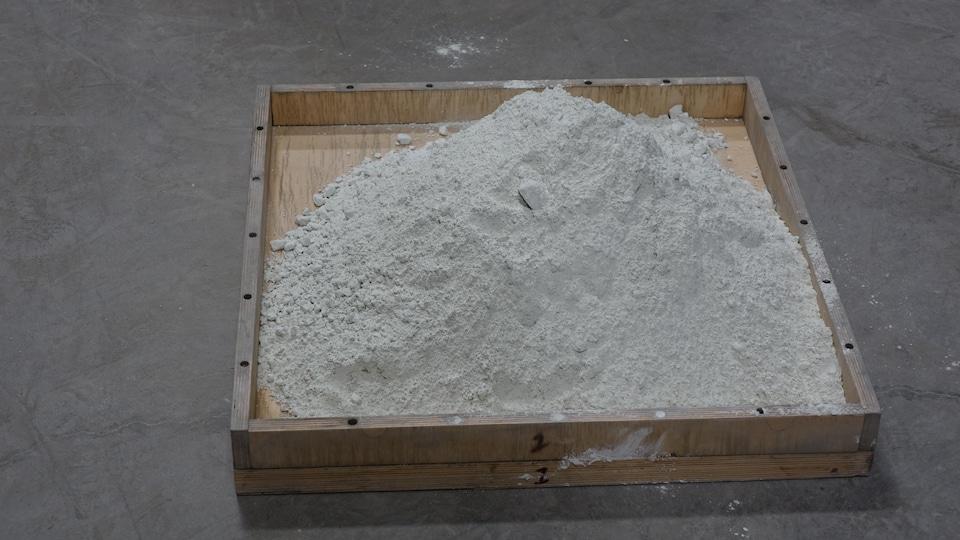 Cette poudre de verre est utilisée dans la fabrication de trottoirs.