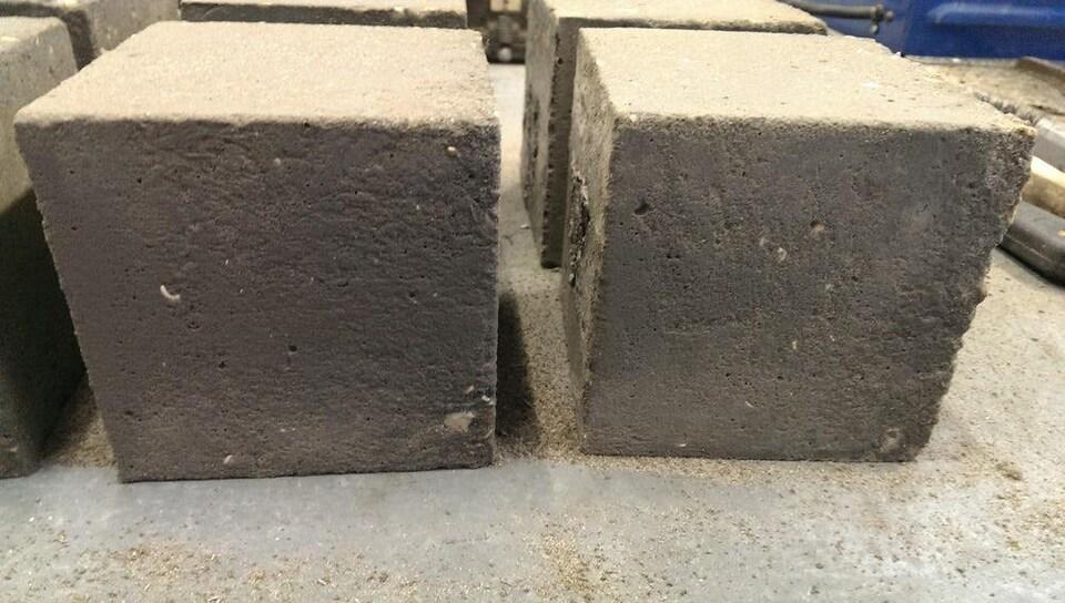 Deux blocs de béton au graphène.