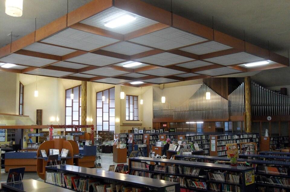 L'église Saint-Aimé d'Asbestos a été convertie en bibliothèque.