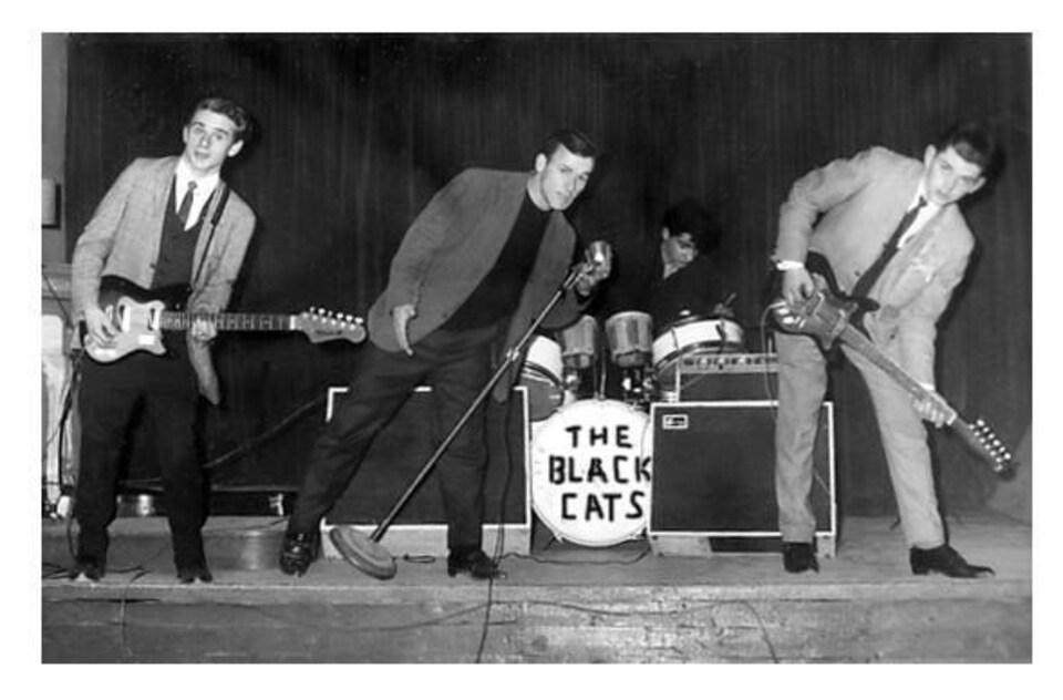 The Black Cats vers 1962. Au centre, le chanteur Paul Aubé, frère aîné de Dany Aubé.