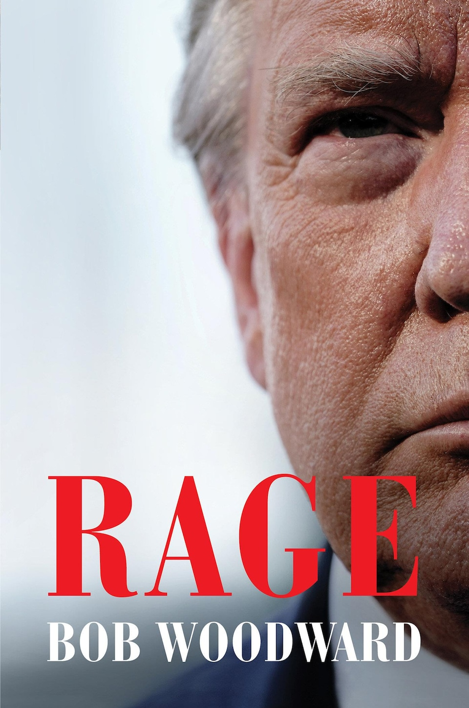 La couverture montre la moitié du visage de Donald Trump avec le mot « Rage » écrit en grosses majuscules rouges dans le bas du livre avec le nom du journaliste Bob Woodward en lettres blanches.