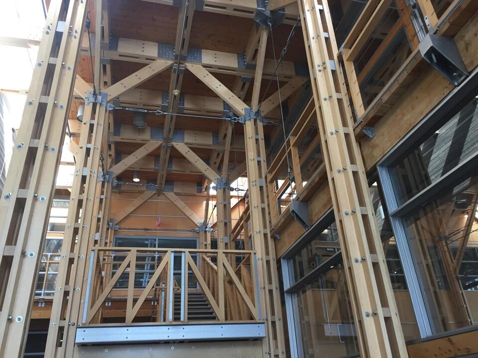 Structure de bois dans un immeuble de Québec.