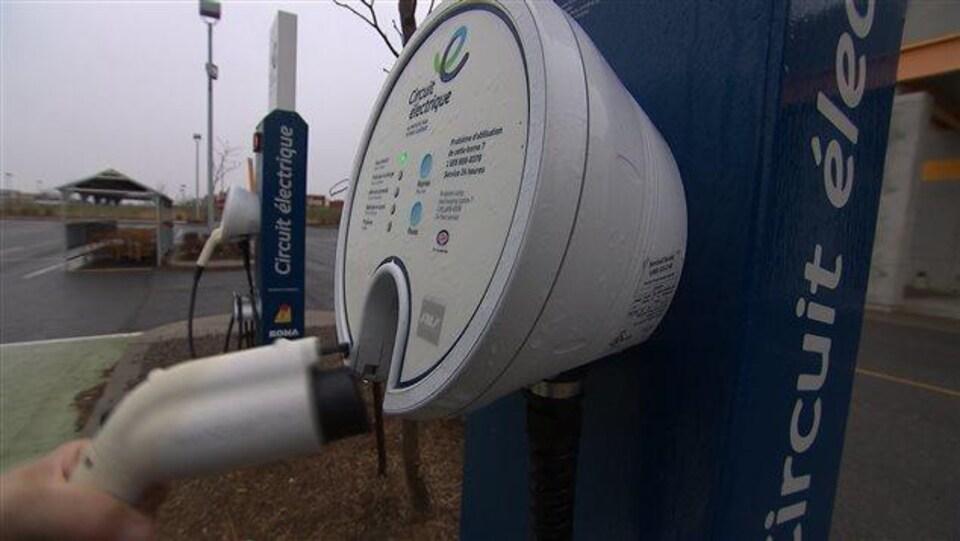 Des bornes de recharge pour les voitures électriques