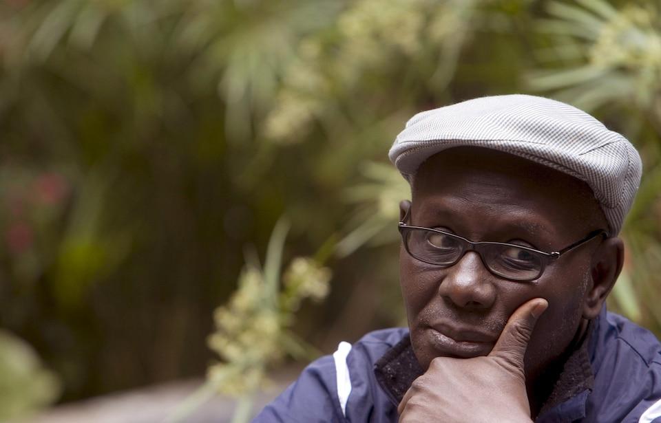 Gros plan du visage de Boubacar Boris Diop