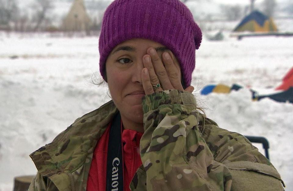 Brandee Paisano, Autochtone et ancienne combattante de la marine américaine originaire de Laguna Pueblo, au Nouveau-Mexique.