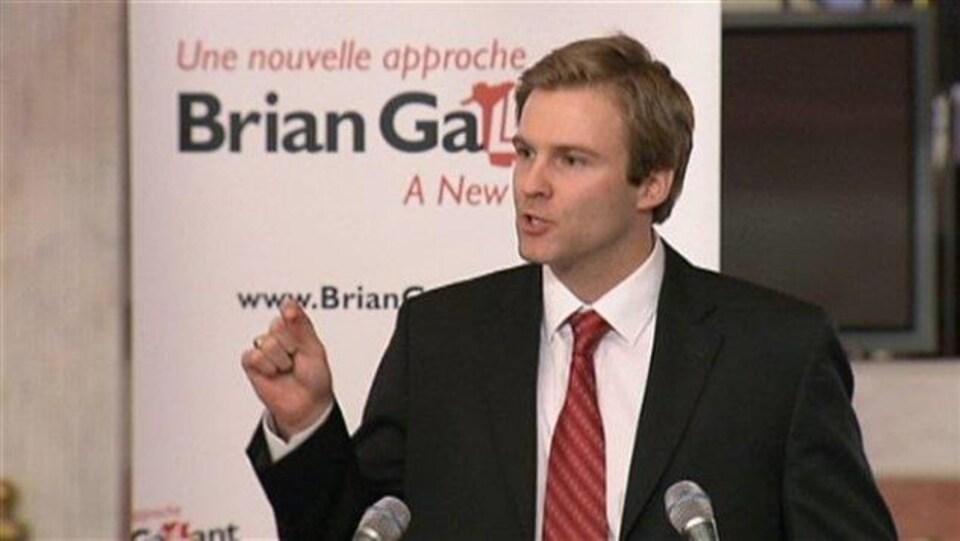 Brian Gallant devant son slogan, «Une nouvelle approche», lors de la course à la chefferie du Parti libéral en 2012.