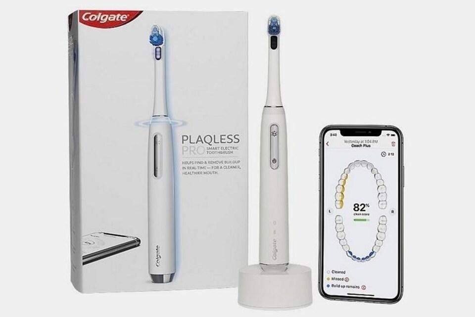 Une brosse à dents électrique et un téléphone intelligent montrant le schéma d'une bouche.