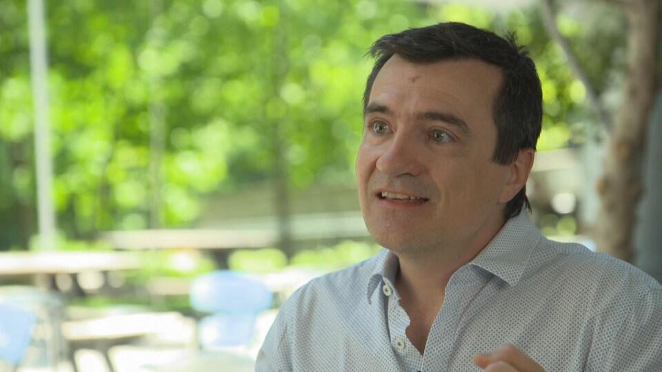 Carl Bouchard en entrevue avec Alain Crevier.
