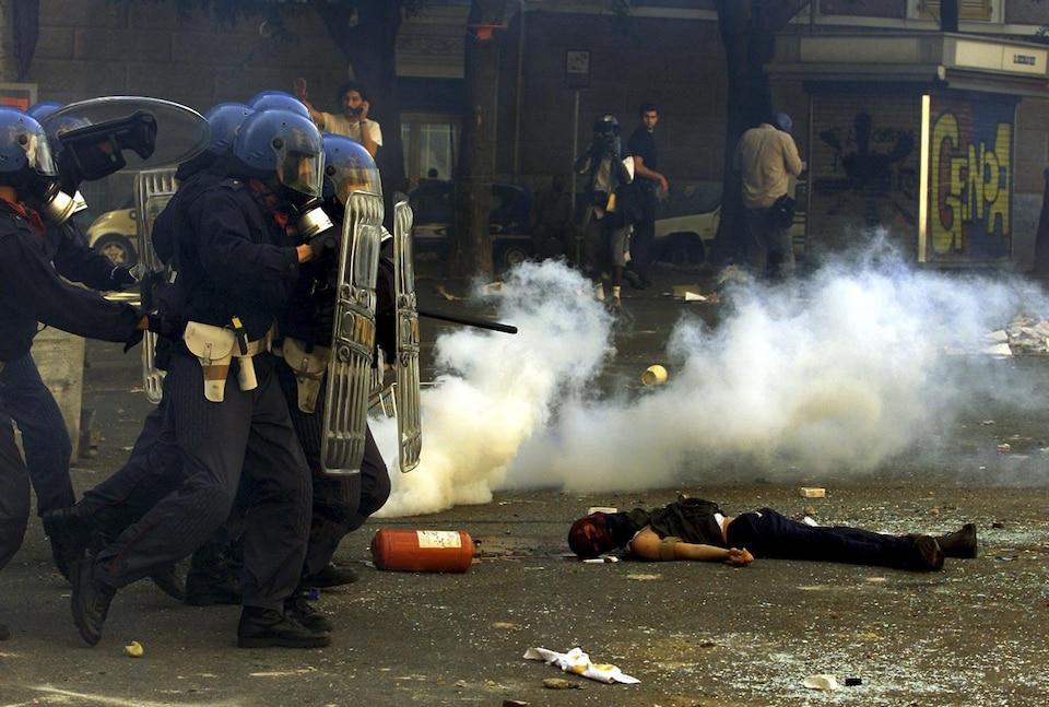 Carlo Giuliani a été tué par balle durant les émeutes anti-G8 de Gênes.