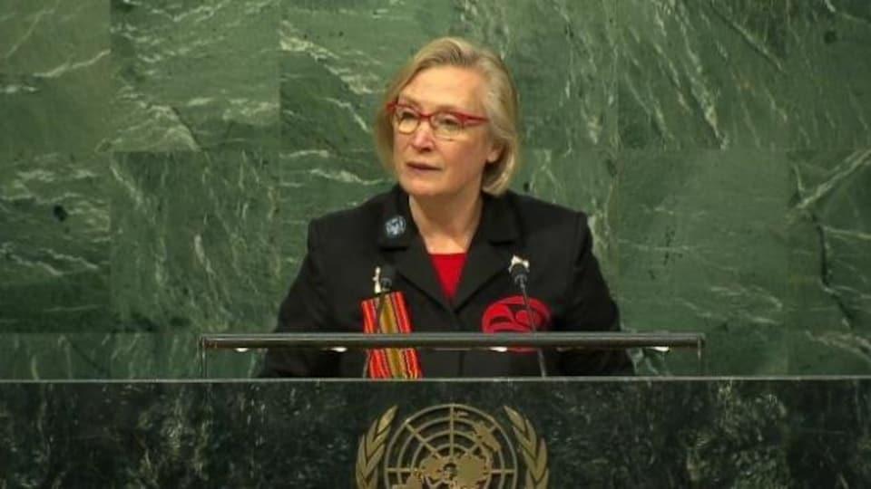 La ministre des Affaires autochtones Carolyn Bennett