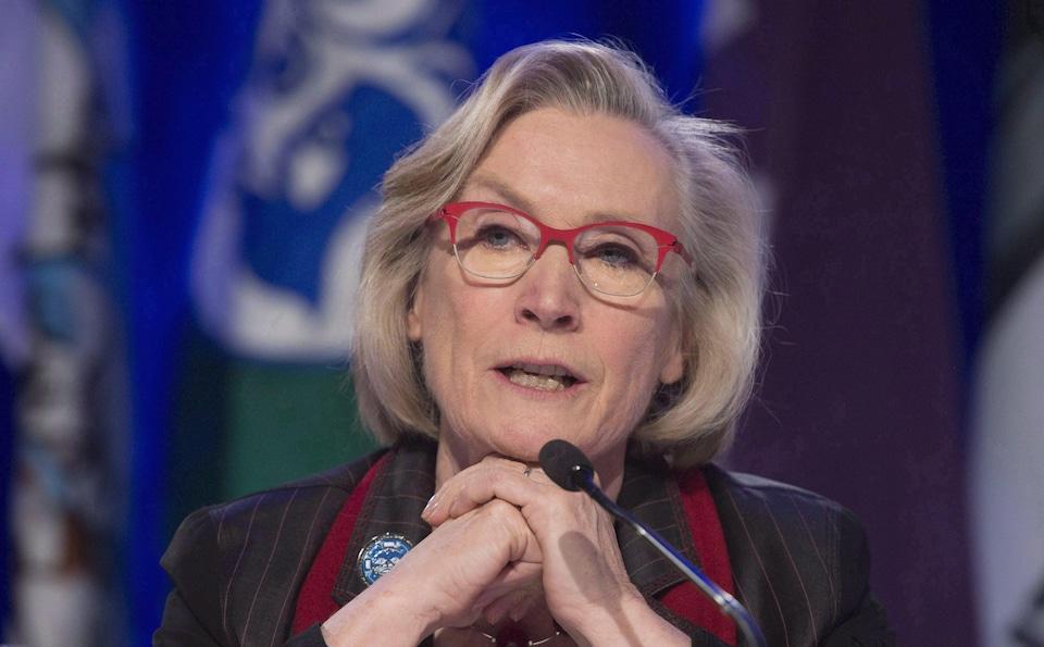La ministre des Affaires autochtones et du Nord Carolyn Bennett