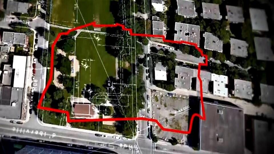 Le tracé de l'ancien dépotoir, en rouge, qui était situé en dessous du parc Rosemont, à Montréal.