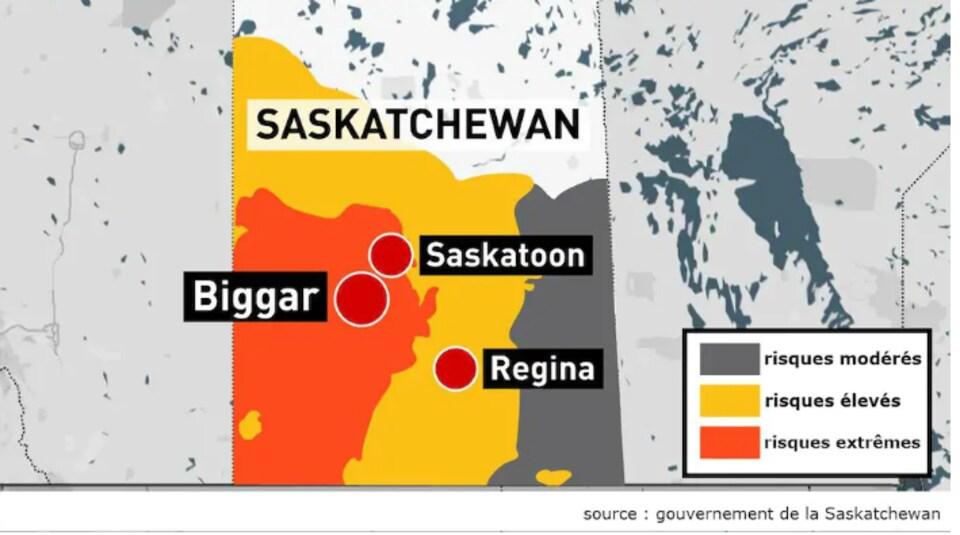 carte de la Saskatcheewan avec les zones de risques d'incendies en orange, jaune et gris.