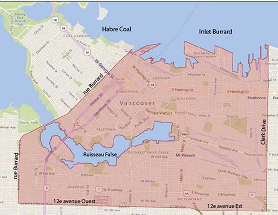 Une carte du centre-ville de Vancouver avec une zone délimitée en rouge de la rue Burrard à Clark Drive et de la 12e avenue à l'anse Burrard.