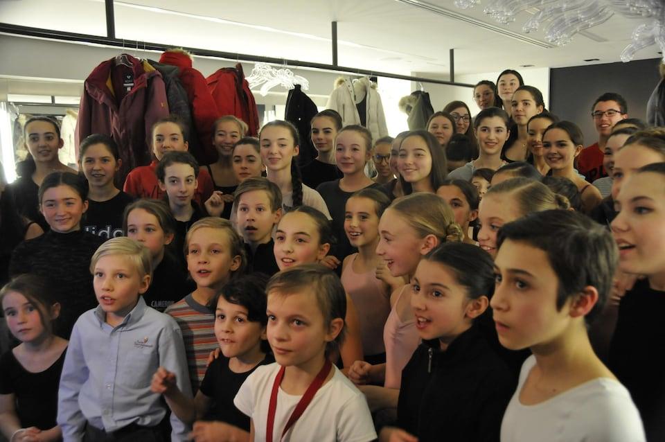 Les jeunes danseurs qui jouent dans Casse-Noisette