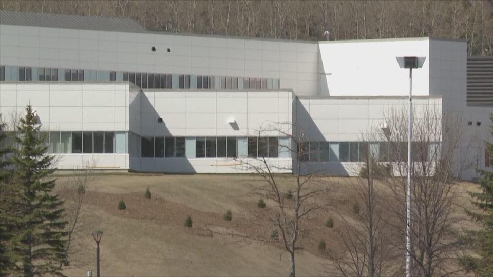 Le Centre hospitalier Restigouche vu de l'extérieur.