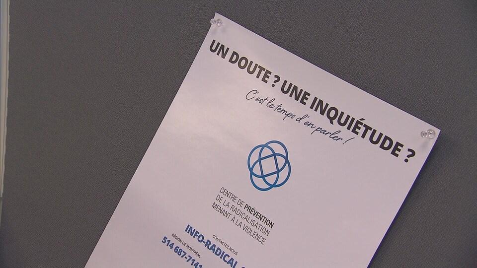 Une affiche du Centre de prévention de la radicalisation menant à la violence