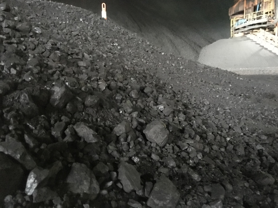 Un tas de charbon à la centrale thermique de Belledune