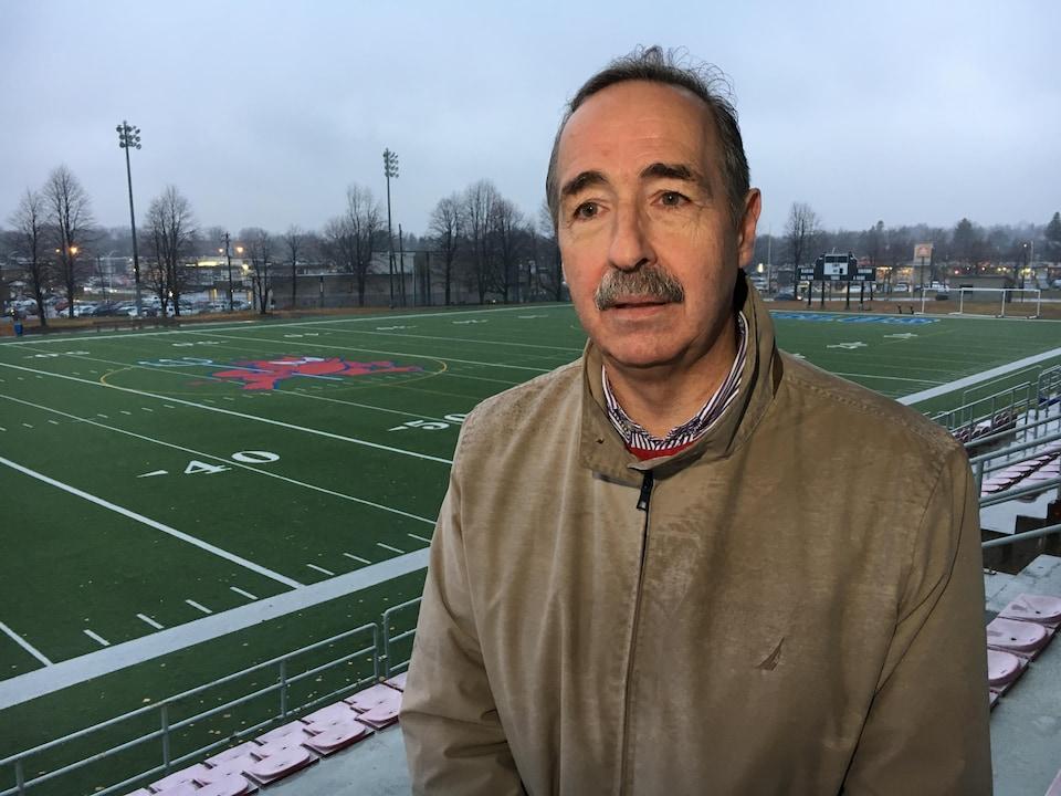 Christian Éthier dans un stade de football