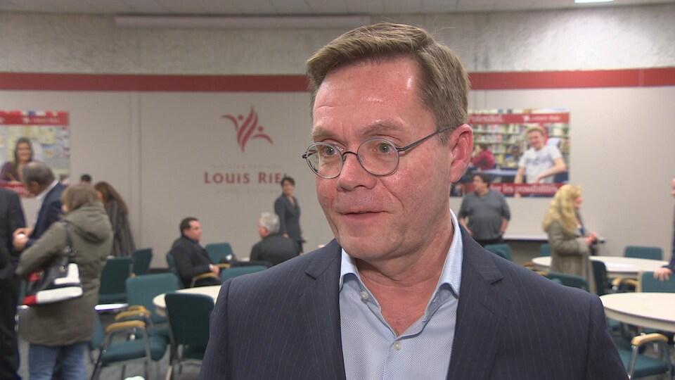 Le directeur général adjoint de la Division scolaire Louis Riel, Christian Michalik, se dit satisfait du budget préliminaire 2017-2018.