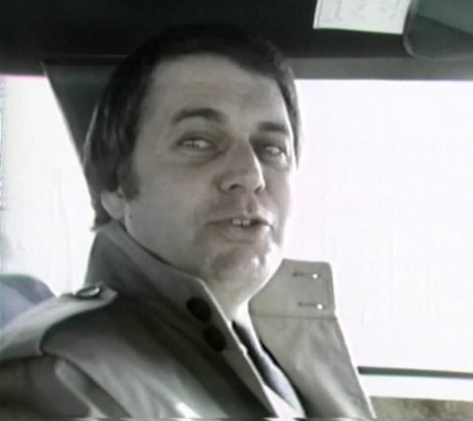 Claude Poirier en entrevue, dans sa voiture.
