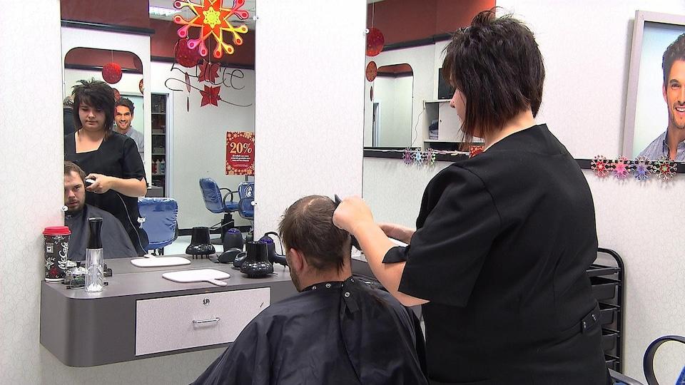 Pénurie de coiffeuses dans un salon à Rimouski.