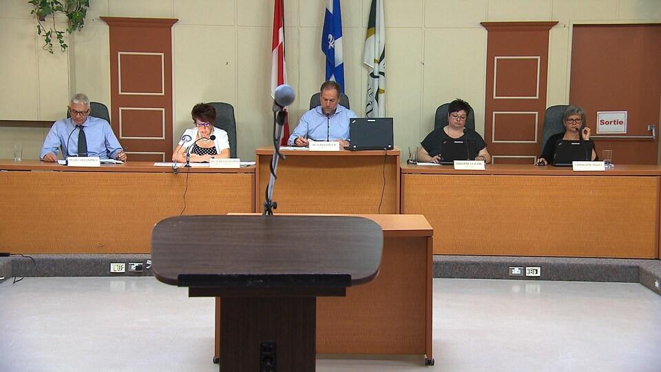 Une séance du conseil municipal de Sept-Îles