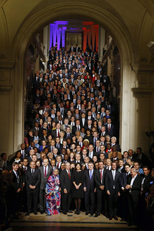 Anne Hidalgo entourée de ses collègues à la COP21, dont le maire de Montréal, Denis Coderre, en décembre 2015.