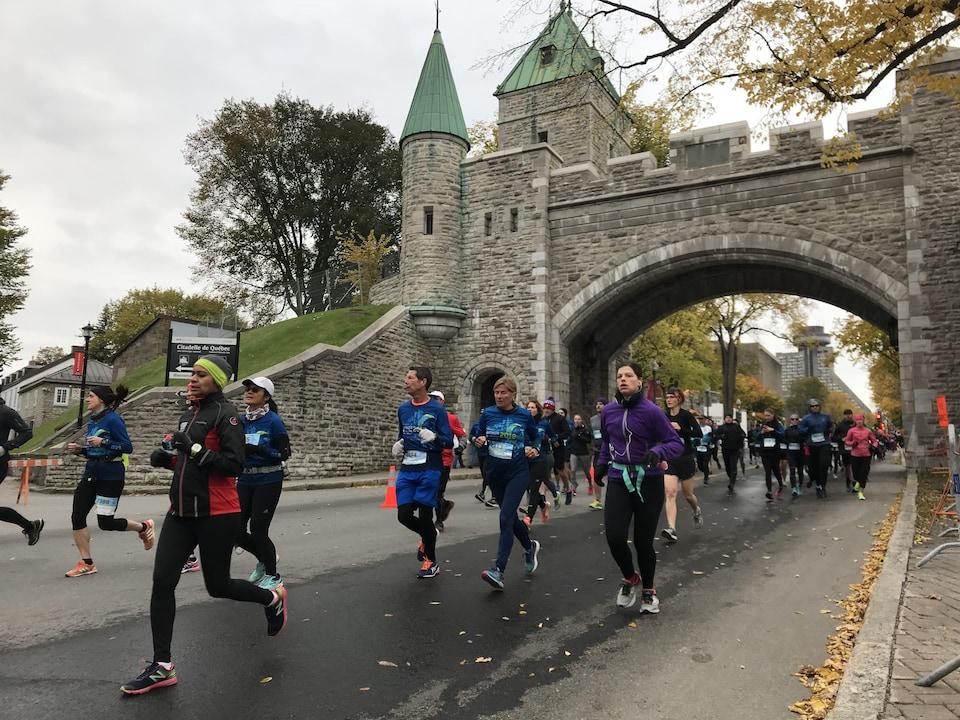 Des participants au Marathon de Québec