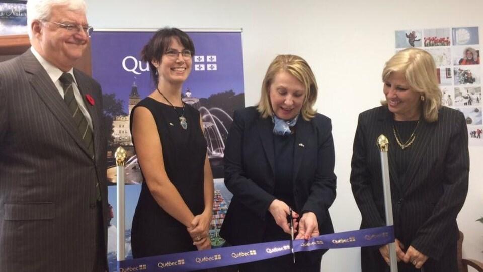 Inauguration officielle du Bureau du Québec à La Havane, en octobre 2017.  Myriam Paquette-Côté apparaît à la gauche de la ministre des Relations internationales et de la Francophonie, Christine St-Pierre.