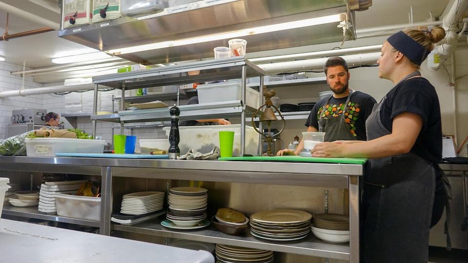 Des employés de cuisine du restraurant Rioux et Pettigrew à Québec
