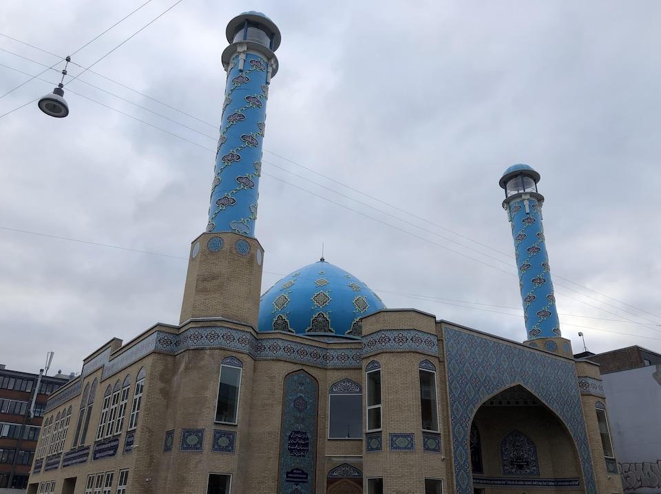 Une mosquée vue de l'extérieur.