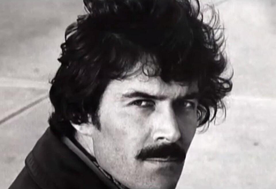 Daniel Pilon portant la moustache.