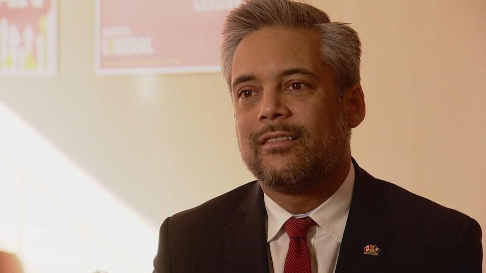 David Khan, le chef du Parti libéral.