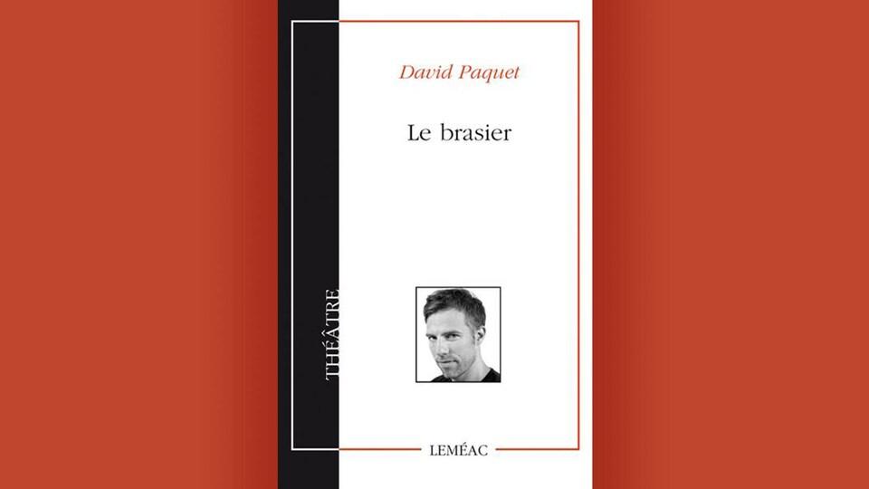 La couverture du livre <i>Le brasier</i> de David Paquet, sur fond orange