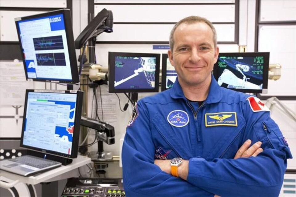 L'astronaute David Saint-Jacques lors d'une formation robotique à l'Agence spatiale canadienne en mars 2014