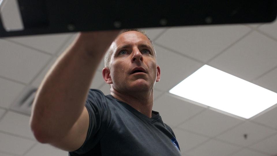 David Saint-Jacques a le regard perçant durant son entraînement