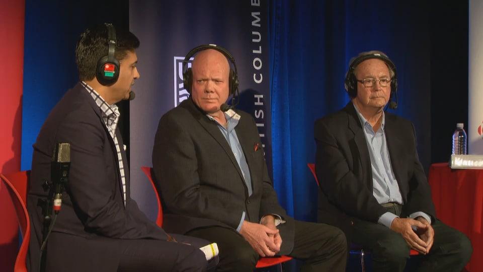 Les trois candidats, assis côte-à-côte