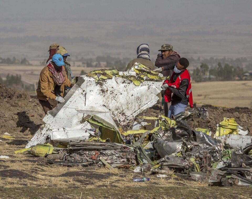 Les débris du Boeing 737 MAX 8 en Éthiopie.