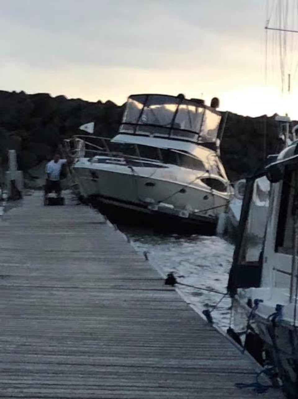 Un bateau sur le quai