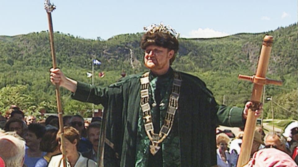 Denys Tremblay habillé en roi lors de son couronnement