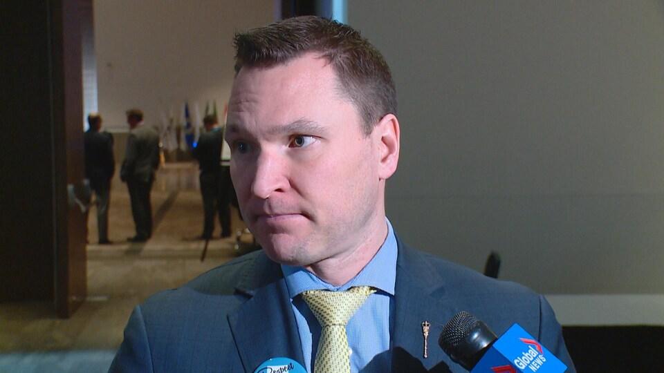 Le ministre du Développement économique et du Commerce de l'Alberta, Deron Bilous.