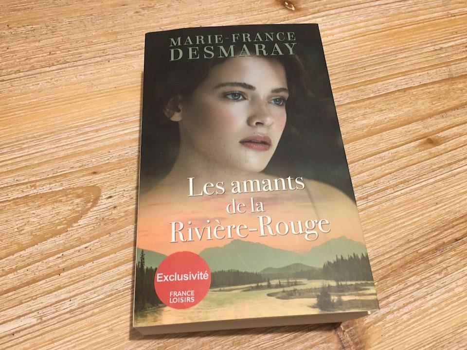 Le roman Les Amants de la RIvière-Rouge de Marie-France Desmaray.