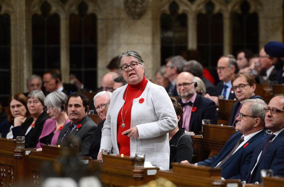 La ministre du Revenu national, Diane Lebouthillier, se lève pour intervenir en Chambre.